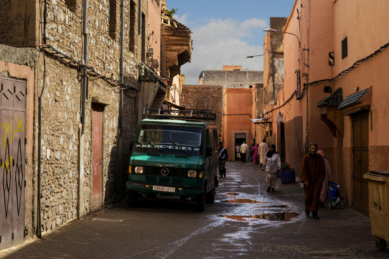 Scorcio di una via della medina vecchia di Marrakech