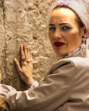 Particolare del volto di una donna al muro del pianto Gerusalemme