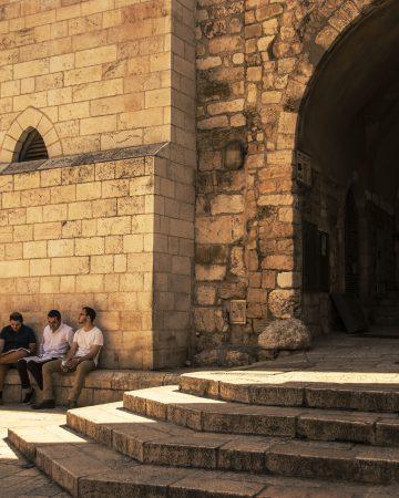 Giovani ebrei Gerusalemme intenti nello studio