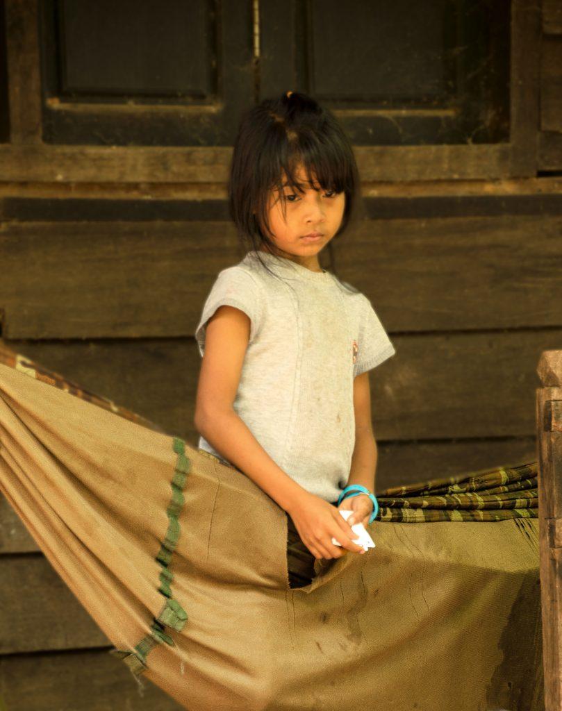 Visitare Angkor: bambina cambogiana
