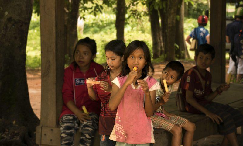 Visitare Angkor: bambini del viallaggio