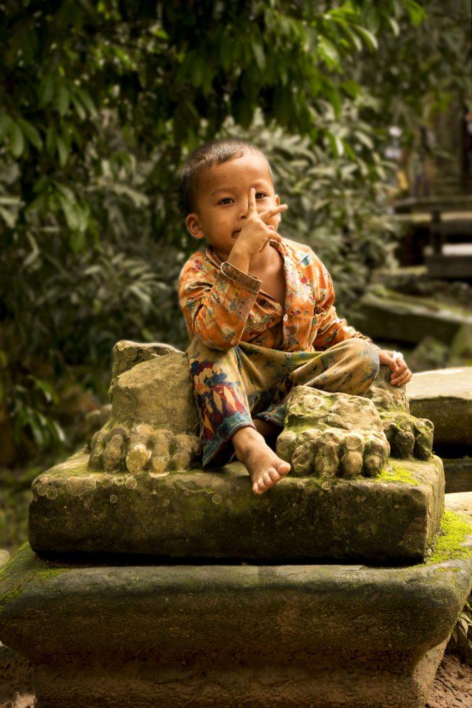 Visitare Angkor: bambino cambogiano
