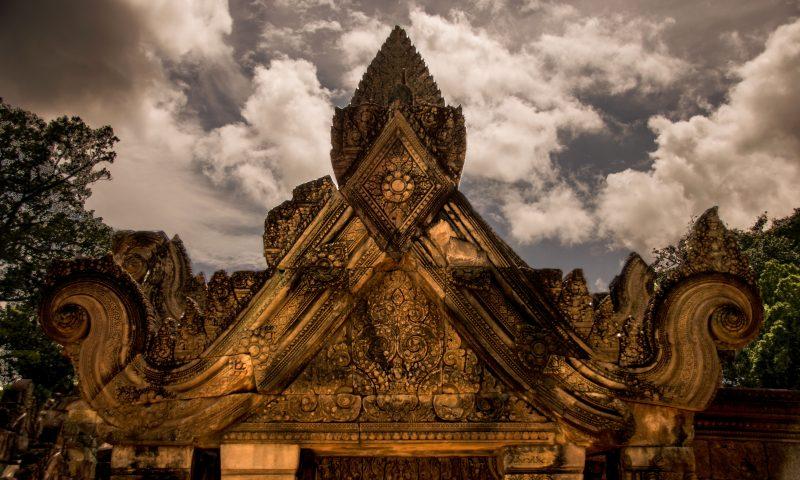 Visitare Angkor: portale Benteay Srei