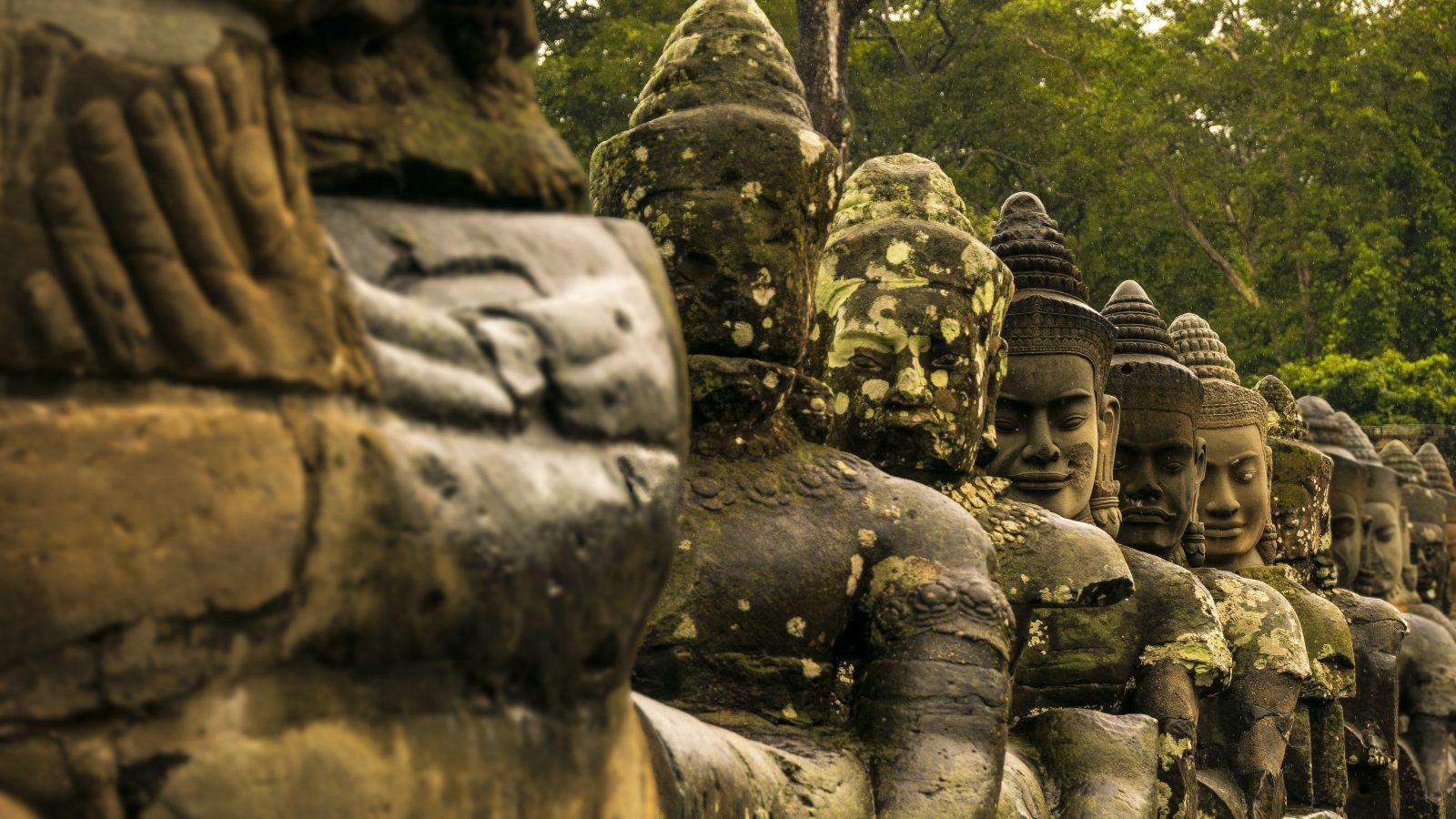 Visitare Angkor volti divinità