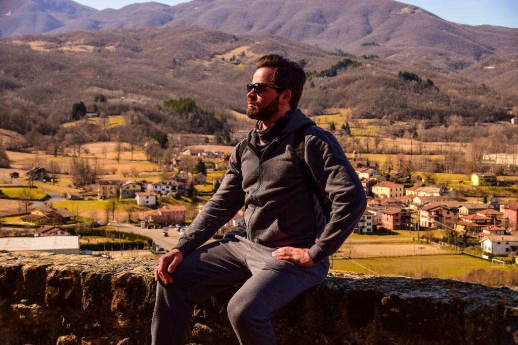 Enrico in relax sulle mura di Compiano