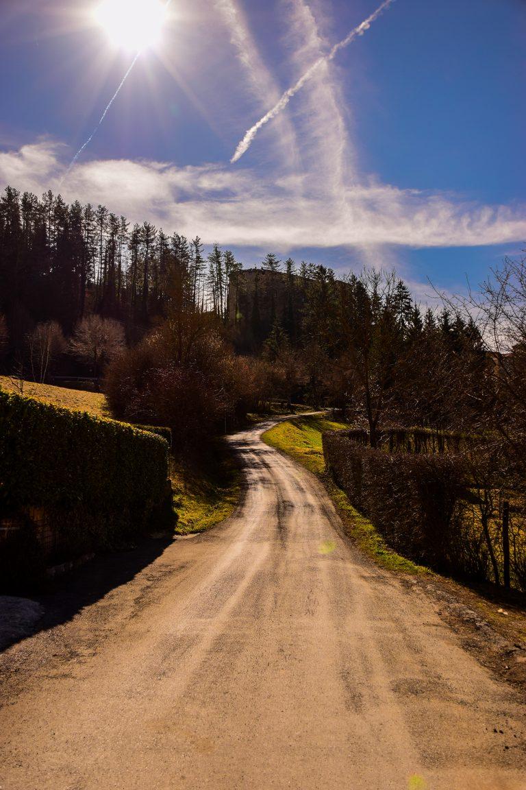 Strada che porta dalle Carovane a Compiano