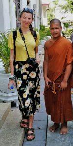 Io e il monaco apprendista del monastero di Wat Somanas