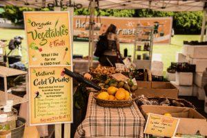 Davies Park Market stand con prodotti locali