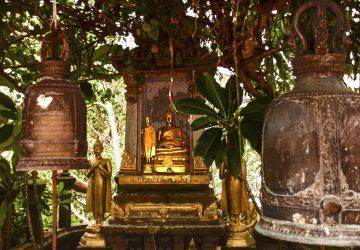 Un piccolo santuario buddhista lungo la salita del Golden Mount