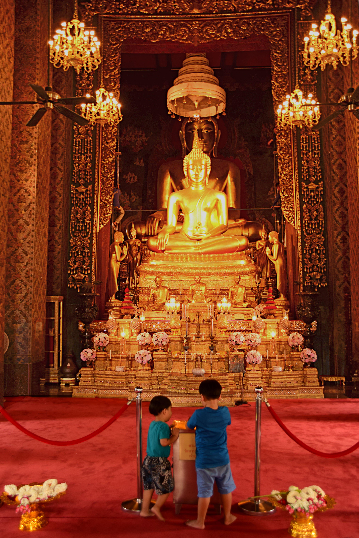 La sala di preghiera interna del Wat Bowonniwet