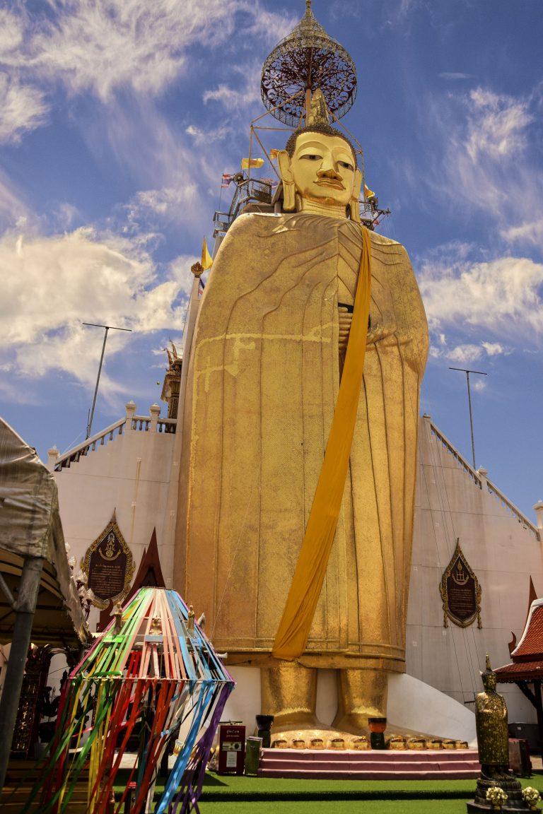 Statua dello Standing Buddha