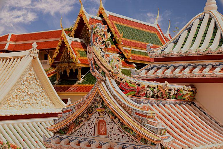 I meravigliosi tetti decorati del Wat Bowonniwet