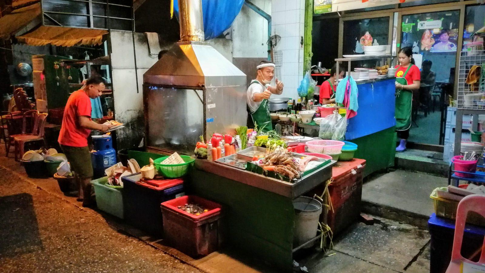 Street food restaurant a Bangkok